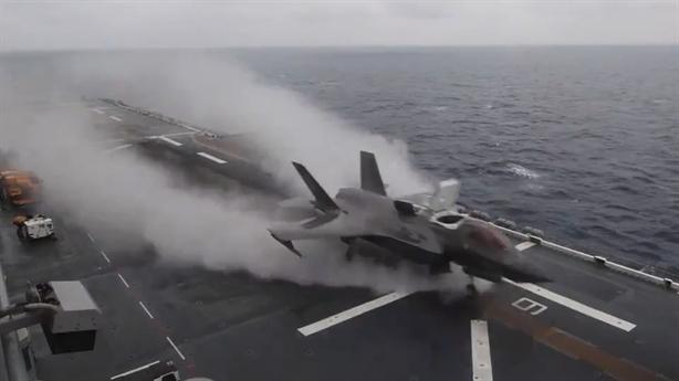Clip pha cất cánh ấn tượng của F-35B trên Biển Đông