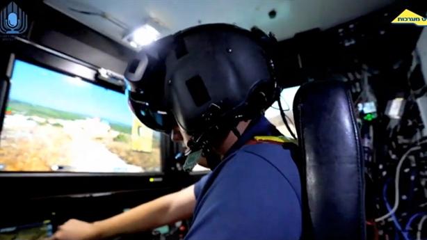 Lái xe chiến đấu Israel dùng mũ tương tự phi công F-35