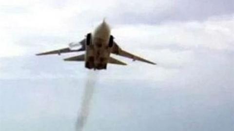 Su-24 cạo đầu, chiến binh Syria vội tháo chạy