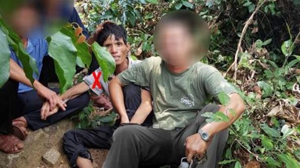Thợ đi rừng bắt nghi phạm, kẻ giết người khóc nghẹn