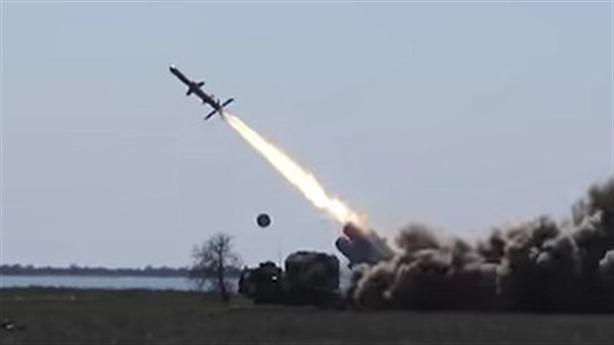 Ukraine đánh sập cầu Crimea trên video