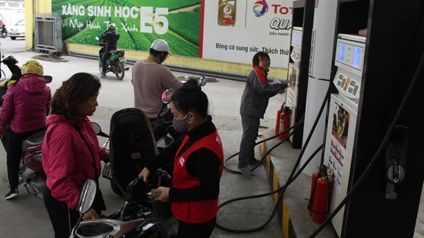 Trích lập quỹ bình ổn cao, xăng dầu giảm nhẹ