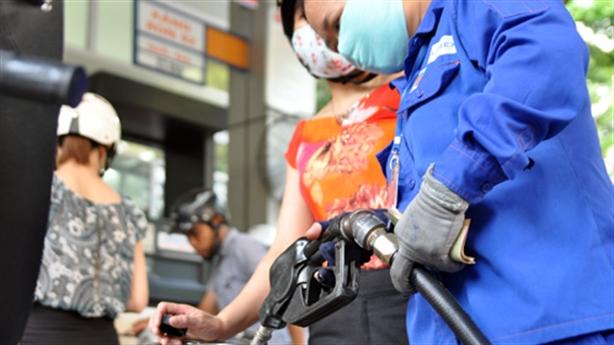 Đề xuất giảm thuế môi trường với xăng dầu: Sao lại giảm?
