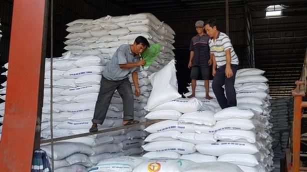 Mở tờ khai xuất gạo nửa đêm: Hai bộ phải báo cáo