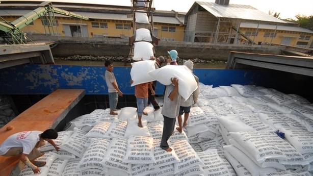 Mở tờ khai xuất khẩu gạo nửa đêm: Kiến nghị mới
