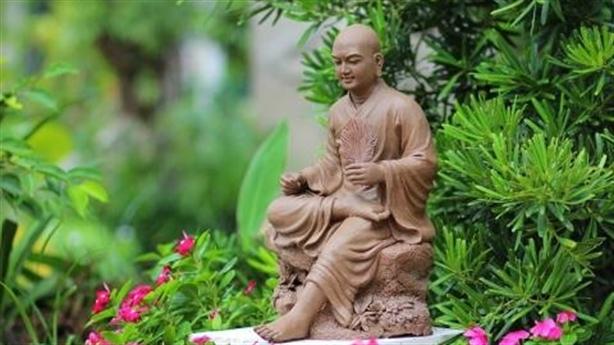 ...vàng trăng vạt áo Phật Hoàng…