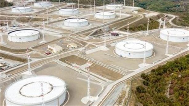 Thế giới hết chỗ chứa dầu, Nga phải đựng vào toa Xi-téc?