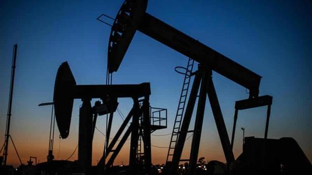 Giá dầu bật khỏi mức âm, ông Medvedev đã đúng?