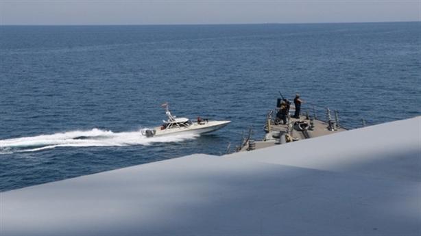 Bị tàu Iran bủa vây, Hải quân Mỹ được lệnh mới