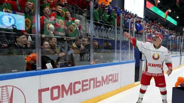 Vì sao ông Lukashenko lạnh lùng giữa đại dịch COVID-19?
