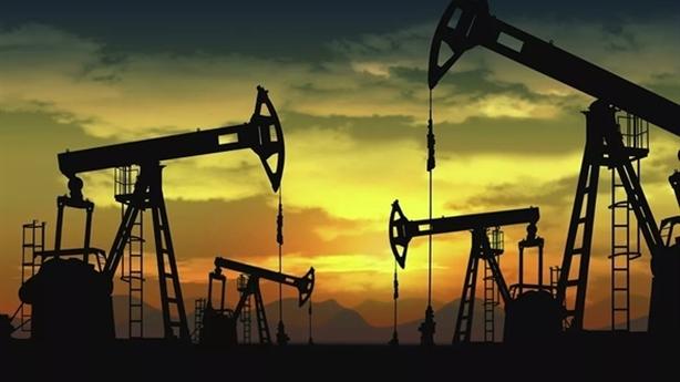 Mỹ nghi Nga dìm giá dầu nhưng vẫn kích lửa Trung Đông