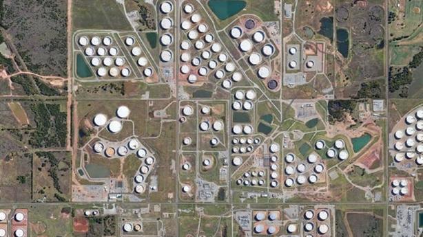 Mỹ tìm mọi thứ có thể để chứa dầu
