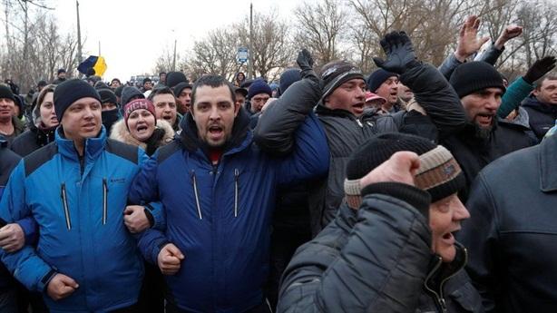 Người dân Ukraine phản đối việc cách ly kiểm dịch