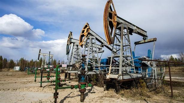 Cắt giảm sản lượng dầu mang lại lợi thế cho Nga