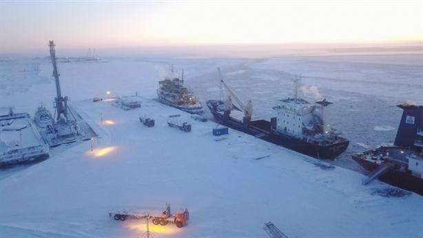 Giá dầu khó khăn, Nga vẫn chơi lớn ở Bắc Cực
