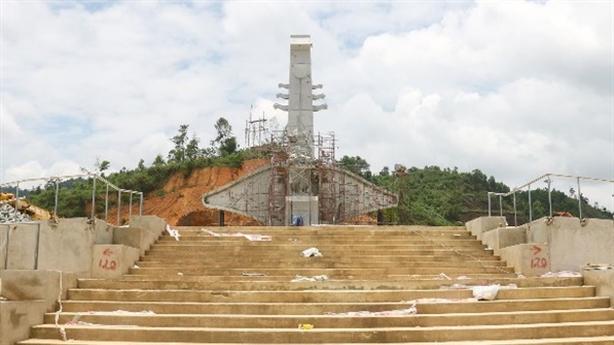 Huyện nghèo san đồi, xây tượng đài 14 tỷ: Tiền tiết kiệm