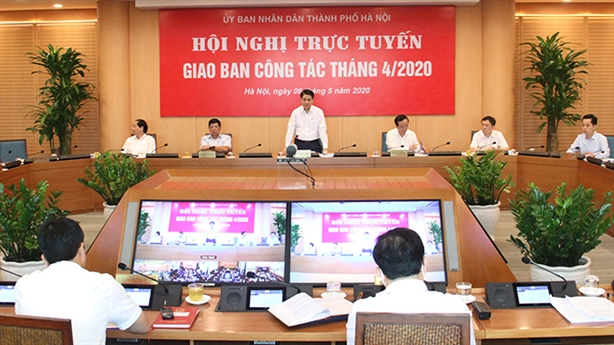 Chủ tịch Hà Nội: Phó phòng 'om' hồ sơ DN 8 tháng