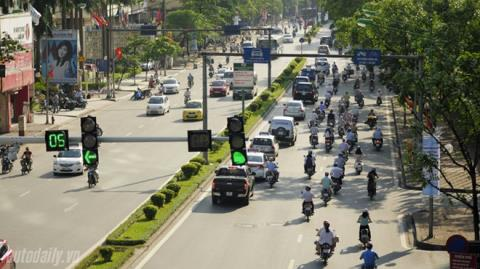 Phạt người vượt đèn xanh khi giao thông ùn tắc: Chuyện lạ!