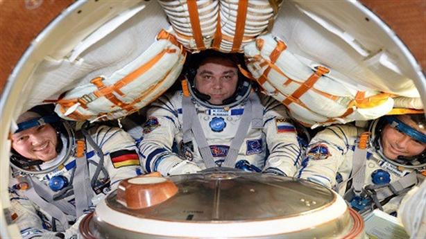 NASA lại bỏ gần 100 triệu USD mua ghế vũ trụ Nga