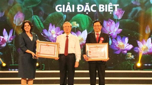 Tôn vinh, trao thưởng các tác phẩm về Học tập Bác
