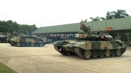 Báo Anh quan tâm 'cặp mắt đỏ' của T-90 Việt Nam