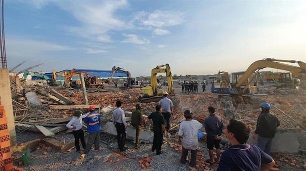 Vụ sập tường chết 10 người: Bao biện cơn gió lốc mạnh?