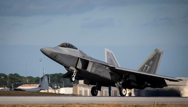 F-22 tàng hình của Mỹ 'đo đất', thiệt hại nghiêm trọng