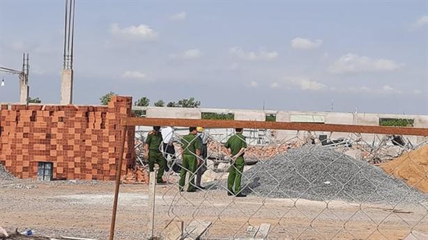Tạm giam GĐ thầu xây dựng vụ sập tường chết 10 người