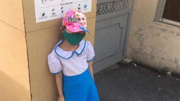Phạt học sinh đứng nắng vì đi học sớm: Đồng cảm