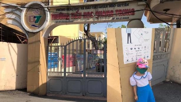 Vụ bé đứng nắng vì đi học sớm: Bất ngờ mới