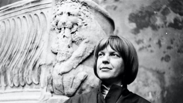 Ingeborg Bachmann: 'Nếu có ngôn ngữ, sẽ không cần vũ khí'