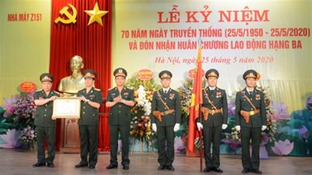 Nhà máy Z151 đón nhận Huân chương Lao động hạng Ba
