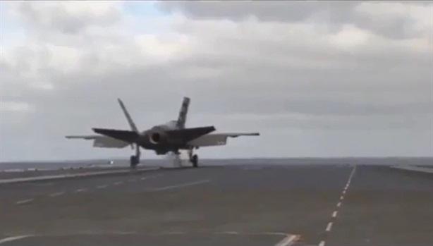 Pha cất cánh thiếu lực khiến F-35C gần chạm nước biển