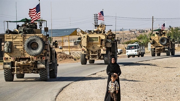 Trẻ em Syria ném đá, buộc đoàn thiết giáp Mỹ quay đầu