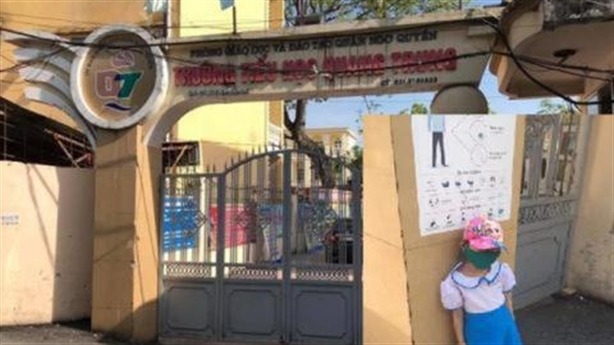 Sự thật buồn từ việc em bé chọn đứng ở cổng trường