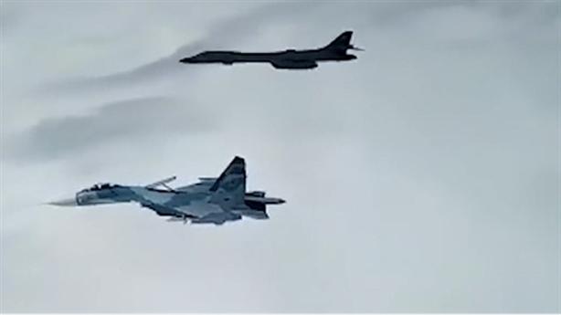 Hình ảnh mới Su-27 và Su-30 đầy vũ khí kẹp chặt B-1B