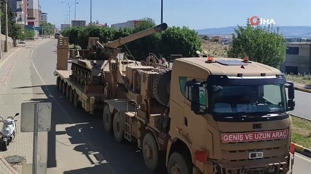 Thổ dùng siêu pháo 203mm đối đầu với Syria tại Idlib
