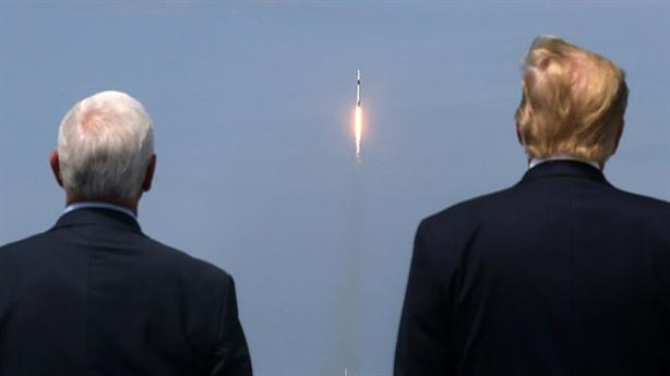 Mỹ thành công thoát Nga, ROSCOSMOS chúc mừng