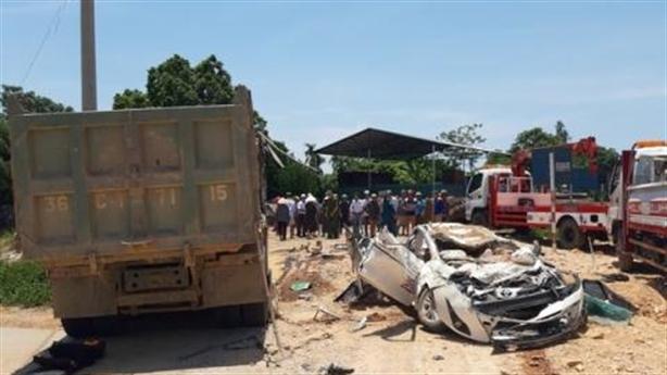 Xe hổ vồ đè chết 3 người trong ôtô: Thông tin sốc