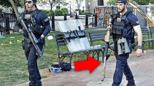 Mỹ giải tán biểu tình bằng súng lạ, gió trực thăng