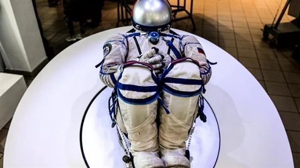 Bộ đồ không gian SpaceX xịn hơn đồ Nga?