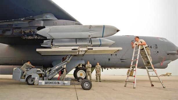 Ukraina nghĩ B-52H xuyên thủng được phòng thủ Nga