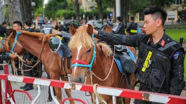 Đoàn CSCĐ Kỵ binh diễu hành trước quảng trường Ba Đình