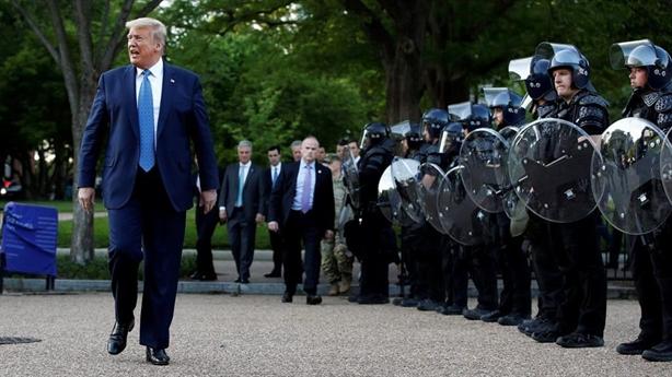 Washington thành điểm nóng, ông Trump rút Vệ binh quốc gia