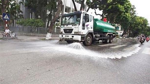 Hà Nội chi 114 tỷ rửa đường ngày nóng: Nhiều hay ít?