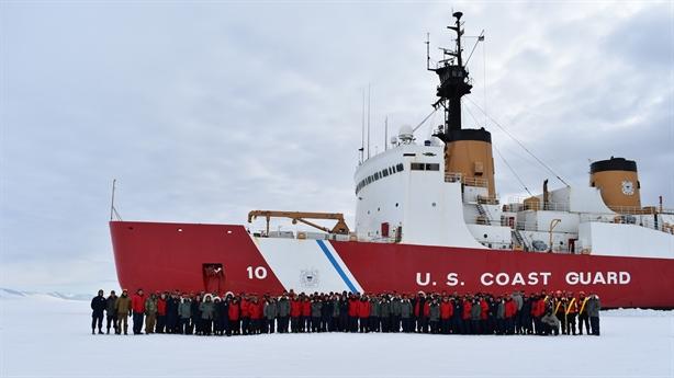 Ông Trump lập hạm đội tàu phá băng: Muộn còn hơn không!