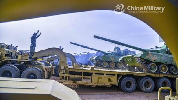 Trung Quốc điều lượng lớn thiết giáp đến biên giới Ấn Độ