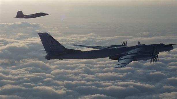F-22 bám theo Tu-95MS khi không có tiêm kích hộ tống