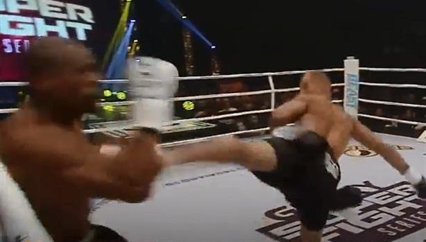 Cú đá hạ đối thủ gây chấn động lịch sử kickboxing
