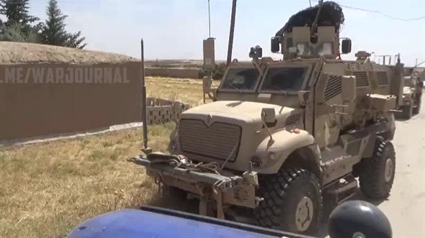 Xe quân sự Mỹ bốc cháy khi thông chốt quân cảnh Nga